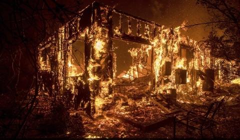 美国加州山火肆虐 过火总面积已达到14万1000千英亩(图)
